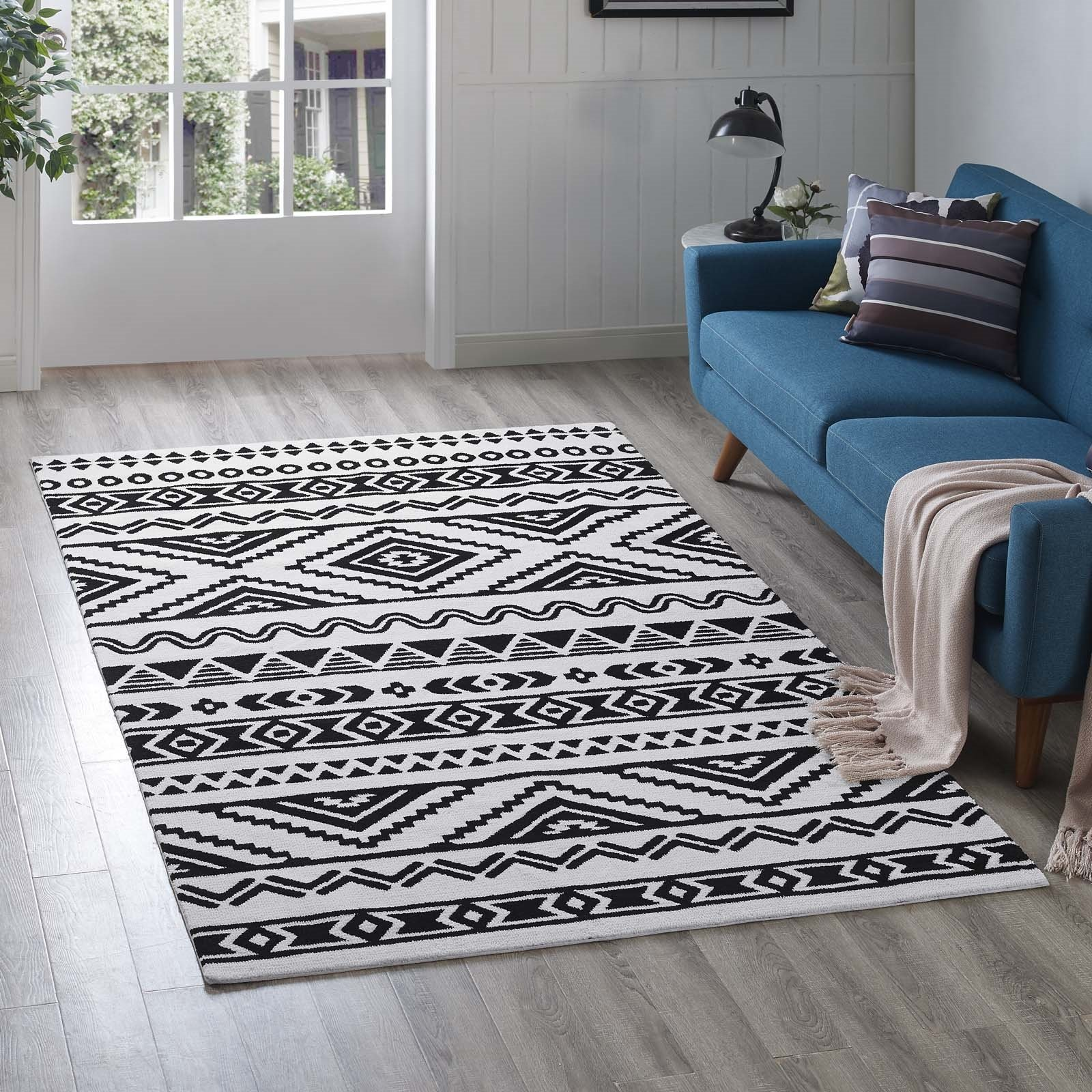 Haku Geometric Moroccan Tribal 5x8 Area Rug in Black and White Product Image