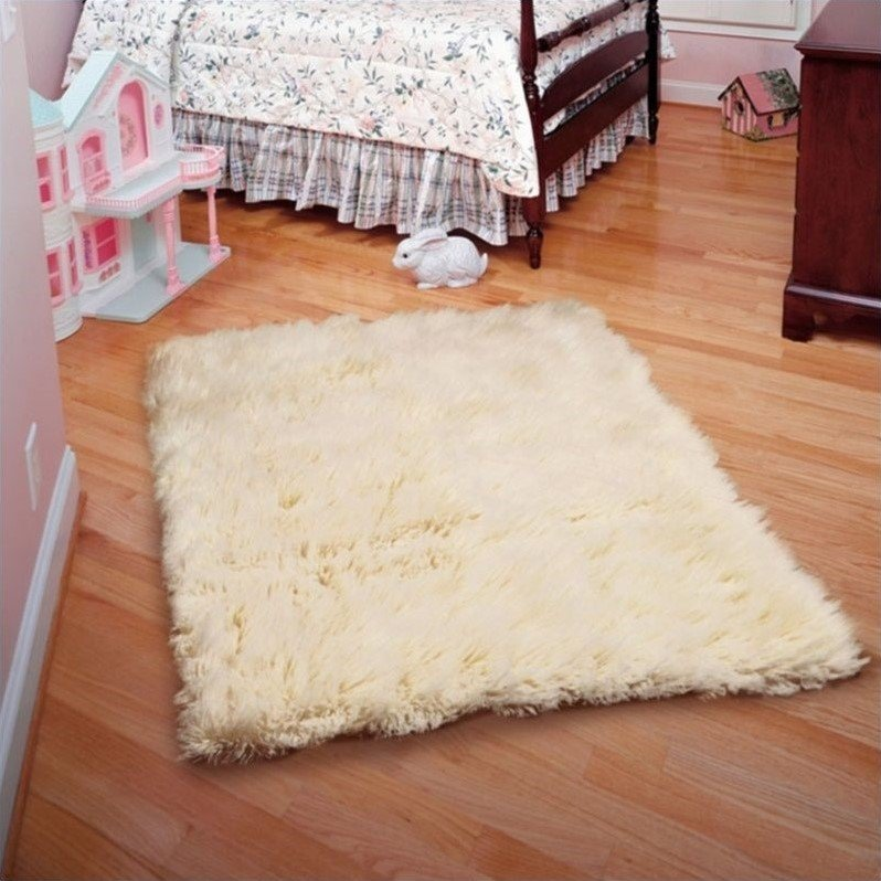 Linon Rugs Flokati Rectangular Area Rug in Natural-4' x 6' Product Image